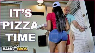 BANGBROS – Black Pizza Delivery Girl Moriah Mills Delivers Her Big Ass To J-Mac